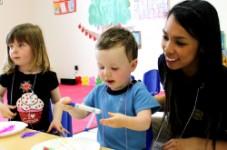 「日本の心、英語の力」をスローガンに生後6か月からの一貫英語教育プログラムを提供する、 幼保一体型バイリンガル保育園「キンダーキッズ」がミシサガでの開園に向けての準備が進む