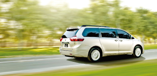 2015-sienna-se-with-technology-package-05