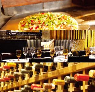 (上)美味しそうなサラダピッツァ(中)ゴージャスな店内(下)  ワインの種類も豊富