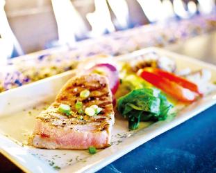 サイズを選べるステーキを有名なペッパーソースで