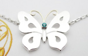蝶モチーフがかわいい