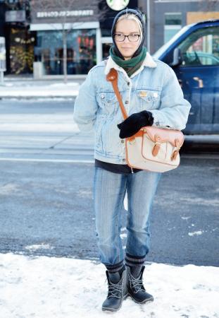 Belrnyn/Baker あえて上下ジーンズで揃えたスタイルは お洒落上級者。防寒対策も完璧!