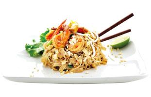 ▲SUKHOTHAI PAD THAI シェフのご当地、タイ北部のパッタイ。他地域よりもピーナッツとハーブをたっぷり使ったパッタイで、濃厚な味わい。辛さは4段階で調節してくれるので辛いものが苦手な人でも試してほしい。現在トロント市内に3店舗ある人気タイレストランだ。 Sukho Thai  274 a Parliament St. / 416-913-8846 sukhothaifood.ca