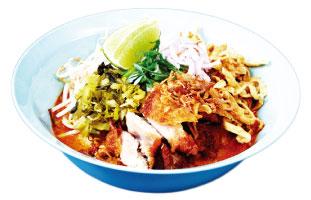 ▲Khao Soi with Chicken パッタイの次に有名なカオソーイ。ココナッツミルクを混ぜたピリ辛スープに揚げたたまご麺が入っている。麺を揚げることでまろやかなスープがより染み込みやすくなっている。途中で味に飽きてしまった人は、一緒についてくるライムを加えることでスッキリした味わいも楽しむことができる。一度に二度美味しい冬にぴったりの麺料理だ。 Nana restaurant 785 Queen St. W / stnnana.com