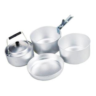 A 2人用のシンプルな調理道具セット。なべ、フライパンなど、これらがあれば基本的な料理ができる。 2 Person Cooking Set $39.99