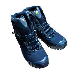 D 冬や夏の天候にも適している動きやすい靴はすぐ履ける場所に用意したい。 Merrell $180~