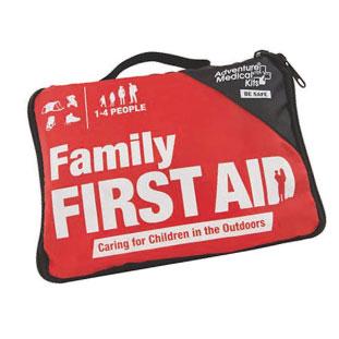C 応急処置に必要なものが揃った救急セット。いざという時の為に家族用で常備しよう。Adventure Family First Aid Kit $29.99