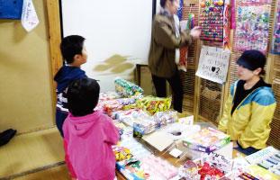 子供達へ駄菓子の支援@避難所
