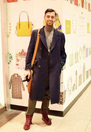 Ben/Designer ロングコートのスタイリング。 グレーのタートルネックで柔らかな印象に。