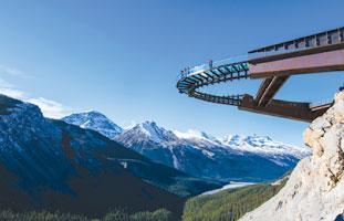 まるで空中に浮いているかのように感じる-Glacier Skywalk