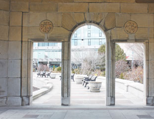 オークス・ガーデン・シアターは円形の屋外劇場。夏にはコンサートやさまざまなイベントが開催されます