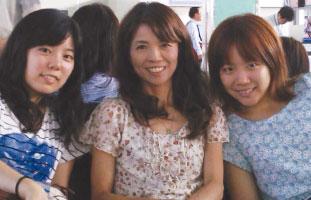 3姉妹のような親子