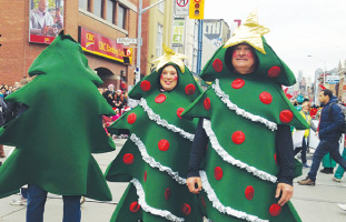 大人気のクリスマスツリー@サンタクロースパレード