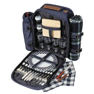 ピクニックシートにプラスチックの食器類が揃った一式は持ち運びにも便利 Deluxe Picnic Backpack $59