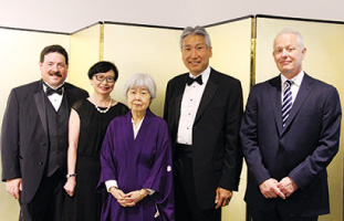 Lorne Erenberg氏、Janice Fukakusa氏、Joy Kogawa氏、ゲーリー川口JCCC理事長、Greg Belbeck氏