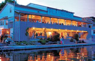 セントローレンス川沿いに建つSpringer Theatre