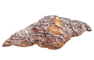 Chocolate Almond Croissant - 細身で食べやすいクロワッサンの中にはたっぷりチョコが詰まっており見た目以上に食べ応えは充分。朝のコーヒーと一緒にしっかりエナジーチャージして一日を始めよう。