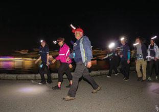 ウォーキングも有りなので幅広い年齢層が参加している日の入りと共にレース開始
