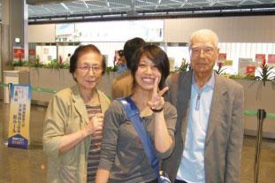 2007年、祖父と祖母と空港にて
