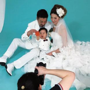 結婚式をしていないので写真だけでもと思い、家族3人で写真撮影。