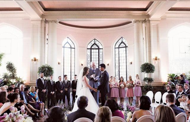 式から披露宴まで同じ場所で行うことが多い(北米結婚式)