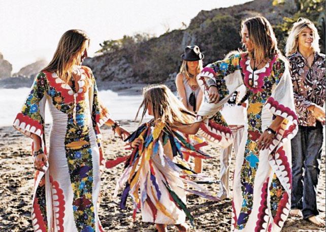 カラフルな伝統的ウェディングドレス(メキシコ結婚式) ©Anne Menke