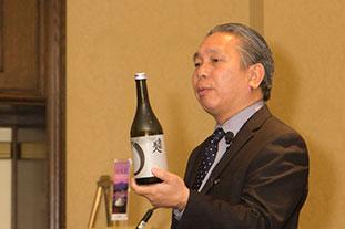 日本酒について講演する上野氏