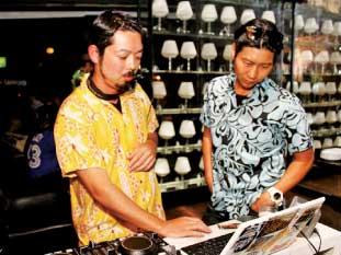 オープン時には店内ミュージックをコーディネート