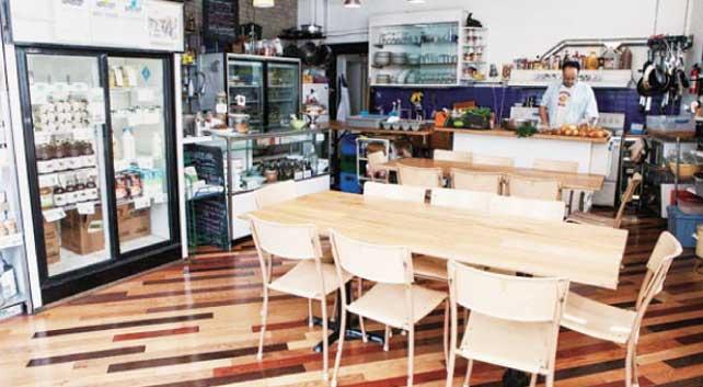 シンプルな店内で様々な 食関連イベントを開催している