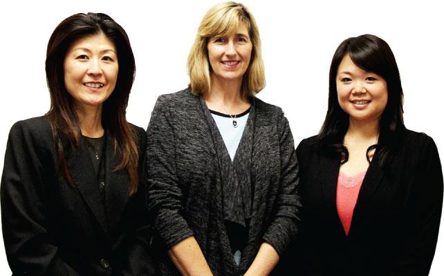 左から和田文枝さん、Joy Haywood社長、佐藤栄花さん