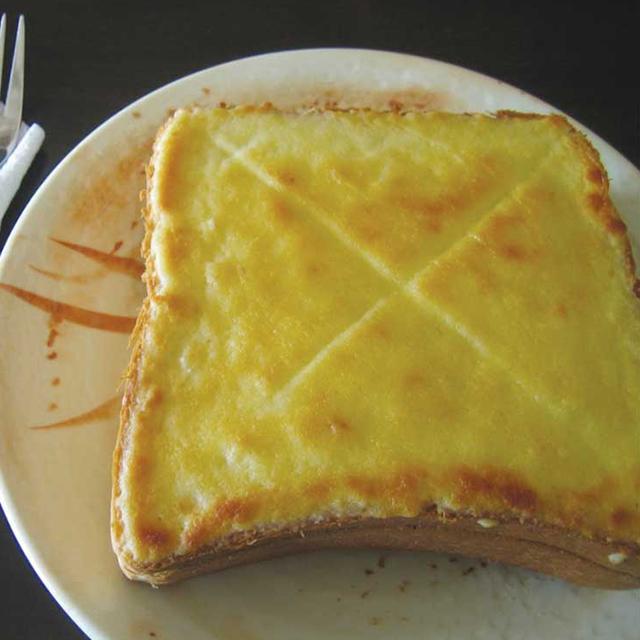 ボリューム満点の厚切りフレンチトースト