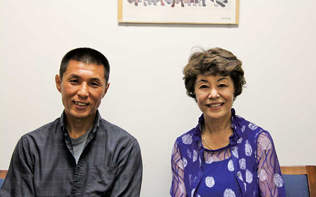 インタビューに応じてくれた、カウンセラー兼心理療法士の公家孝典さんと、 理事で基金募集委員長を務める山本順子さん