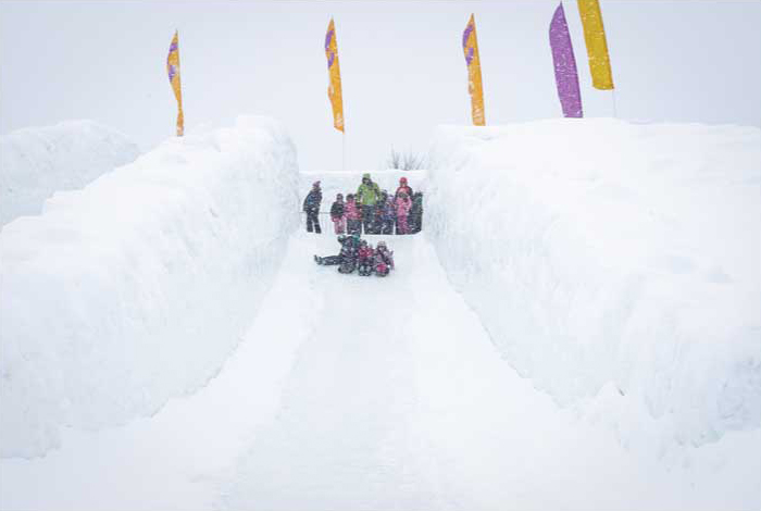 スノーフレークキングダムの巨大滑り台 ©OttawaTourism