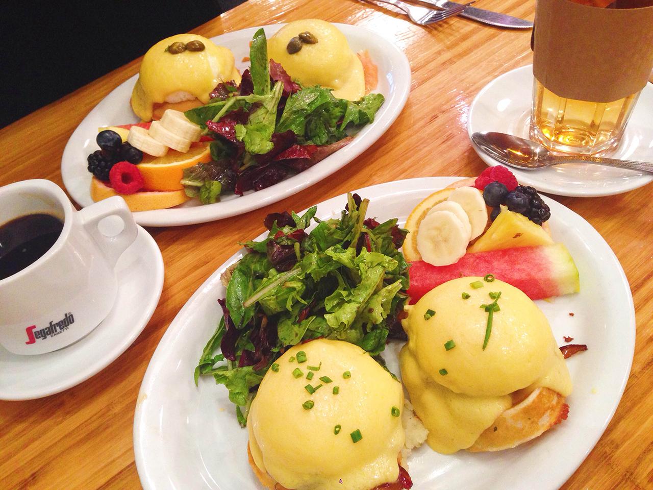 waffle-eggs-benedist01