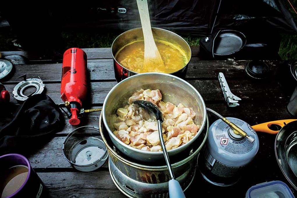 Shaun Dunmall ポータブルストーブでちょっと手の込んだ料理を。今回はチキンカレーに挑戦。