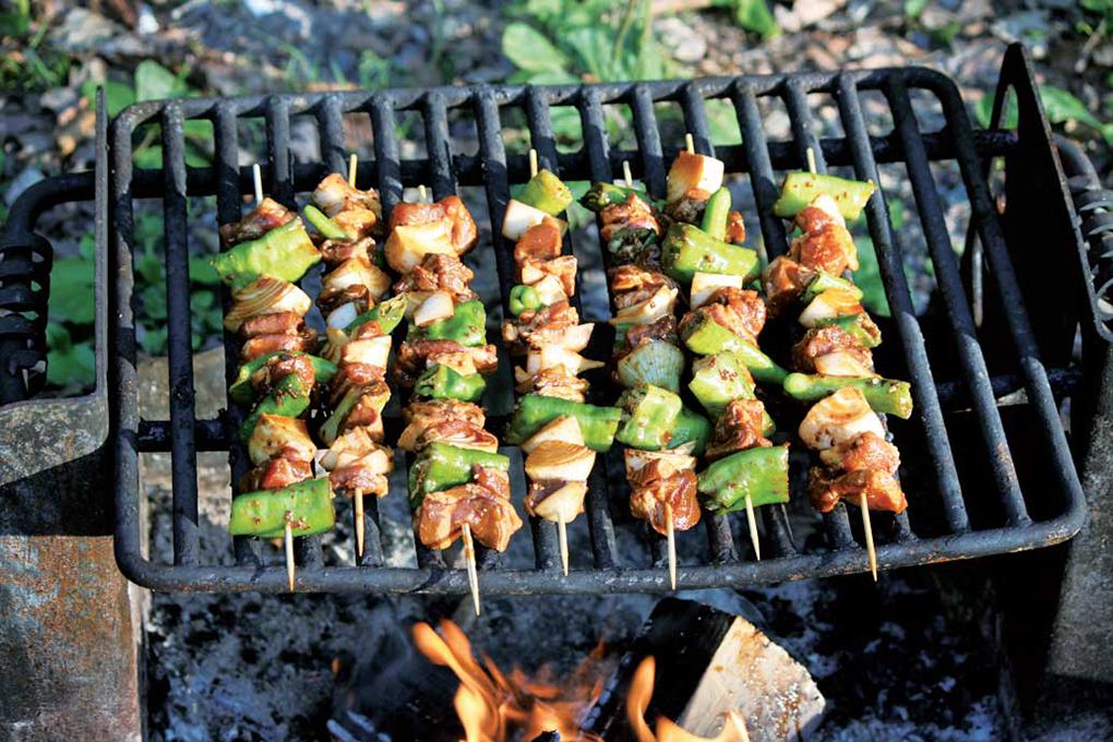 Kathryn 二種類のマリネ液に漬け込んだ豚肉を串焼きに。煙とほんのり焦げ付いた味が◎。