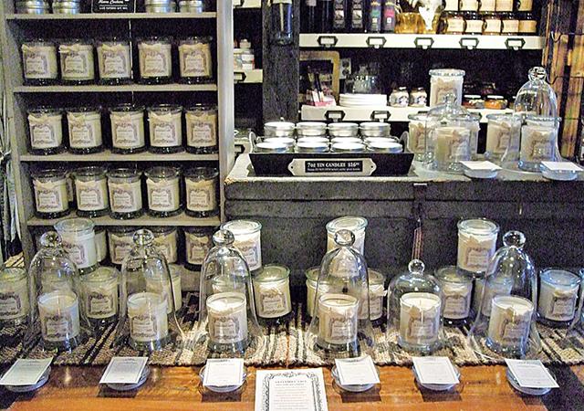 リボンが特徴的で可愛らしいキャンドル。番号ごとにそれぞれめずらしい素材の香りが調合されている