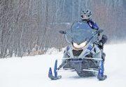 【20%オフクーポン付き】カナダ・オンタリオ州の 冬の醍醐味、スノーモビルで幻想的なトレイルを疾走体験