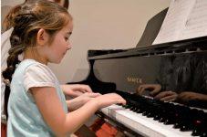 音楽を楽しむのに年齢なんて関係ない!JCCCで様々なレッスンを開講 子供から大人まで幅広く音楽を楽しめる さやか音楽教室〈PR〉 特集「カナダの夏を彩ってくれる極上の音楽」