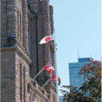 オンタリオ州議事堂前 カナダの青空に日の丸が揚がる