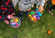 子供たちが楽しむイースターエッグハント