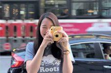 今月のチェキガール 横山 友美さん 「トロント留学のエールとともに母から貰った黄色のチェキ」  [FUJIFILM×TORJA]