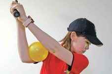 肘の向き、どっち向いてる??|新ミサキのカナダ・ゴルフライフ 第13回