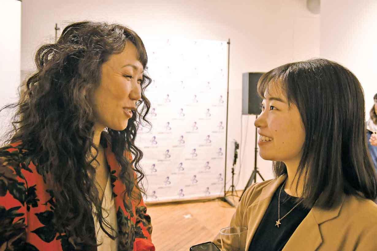 TORJA小島記者の質問に真剣に答えるHikari監督