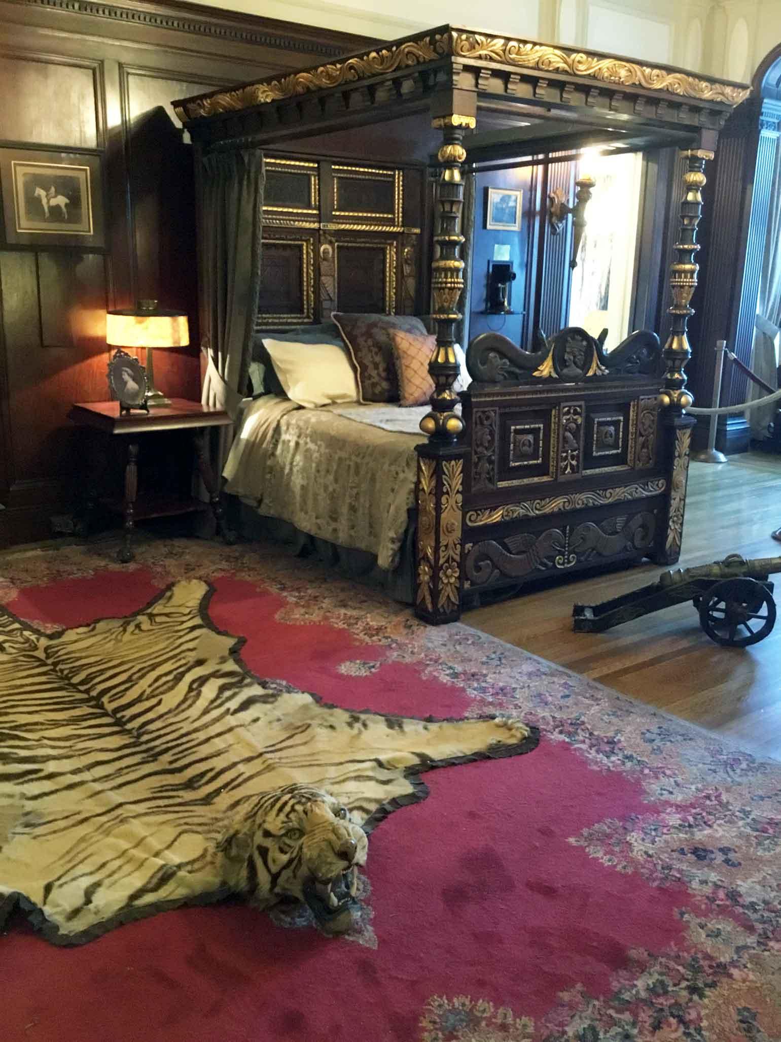 虎の毛皮カーペットとか実在してたんですね