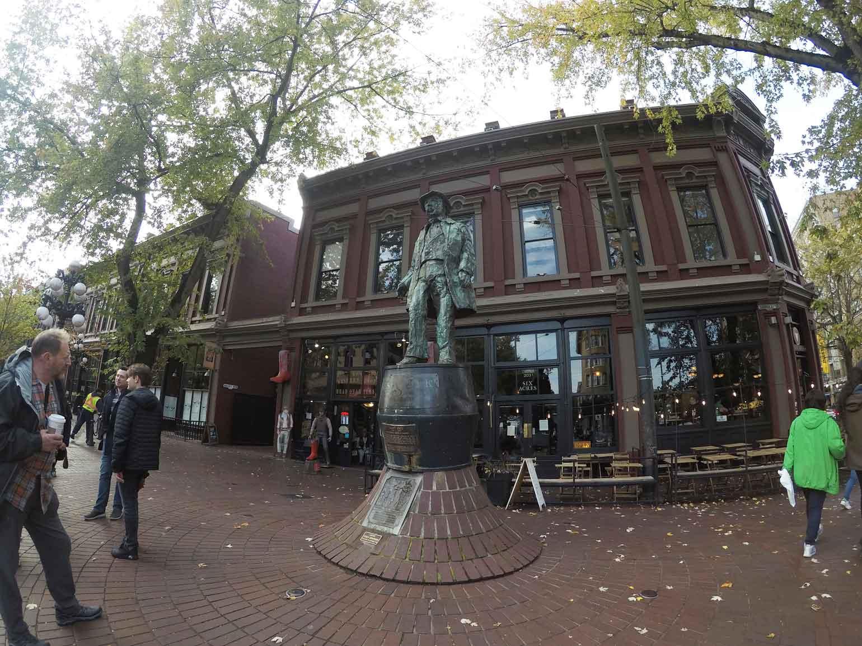 ジョン・デイトンの像