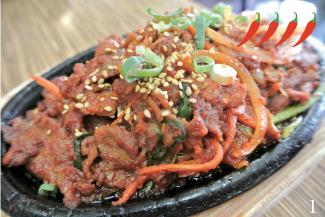 ▲Korean BBQ Pork/$10.95 柔らかい豚肉と野菜をスパイシーなソースで炒めた一品。お肉と野菜にしっかりと味が染み込みビールともよく合う。こだわりのソースはコクがありやみつきになる味。
