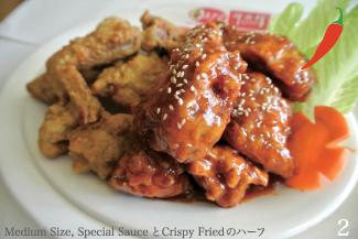 ◀Fried Chicken  L/$23.01,M/$17.69,S/$11.50 Special Sauce, Crispy Fried, Soy, Green Onionの4つの味から選ぶことが出来る。Half&halfで2種頼むことも可能。Special Sauceは、甘辛な味付けで、スパイスの香りが口の中で広がりおいしい。