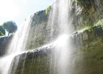滝の下から見上げWebster's Fall