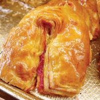 絶妙な甘酸っぱさの     ラズベリージャムパン
